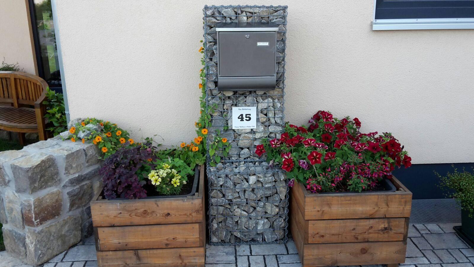 Steinkorb-als-Briefkastenhalter